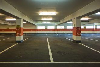 ¿Puedo convertir un local en aparcamiento?