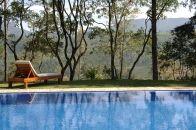 ¿Se puede construir una piscina en suelo rústico?