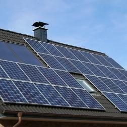 Placas solares y Certificado de Eficiencia Energética