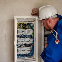 EPIs en electricidad: La protección necesaria para electricistas