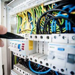 ¿Cómo instalar un cuadro eléctrico de distribución?