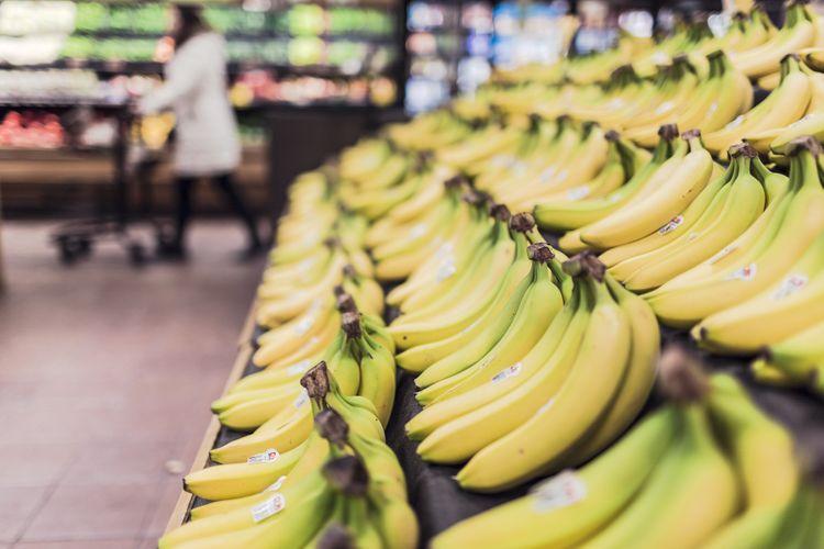 plátanos en tienda de alimentación