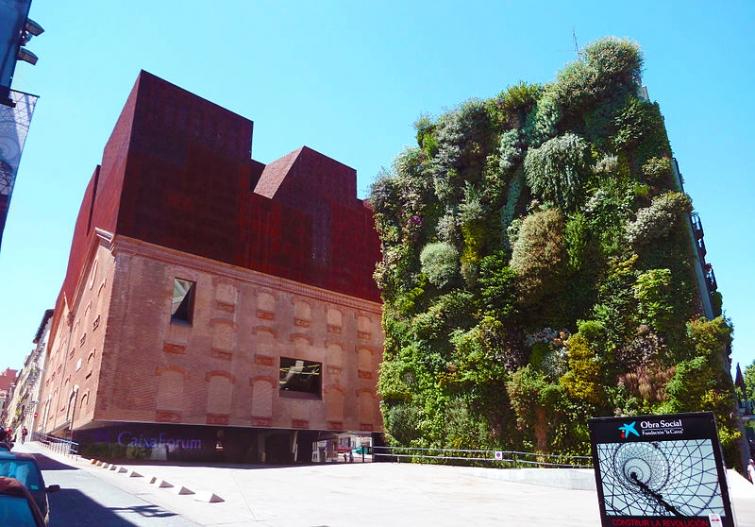 caixa forum madrid fachada verde