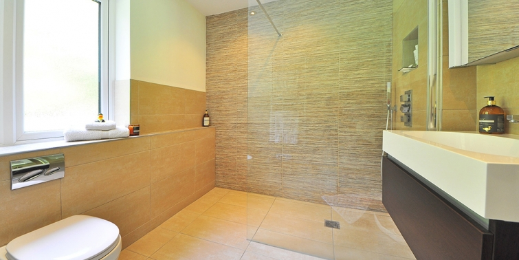 Cuánto se gasta en una ducha